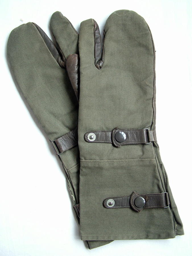 German Army 'Trigger Finger' Gloves c1943