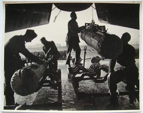 Press Photo - Bomb Loading