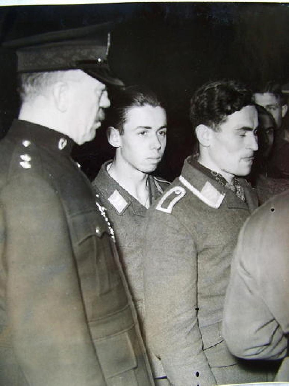 Press Photo :German Airmen Taken Prisoner