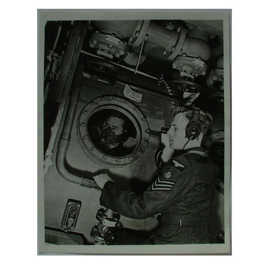Press photo - RAF aircrew oxygen tests