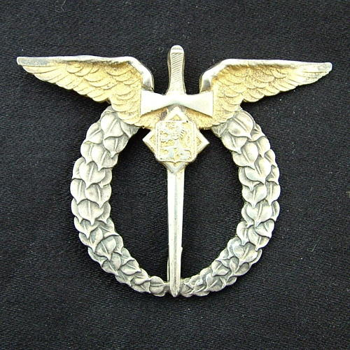 Czechoslovakian pilot's badge
