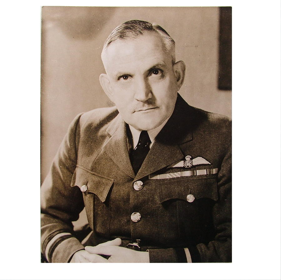 Press photo - Air Commodore Hopps, 1943