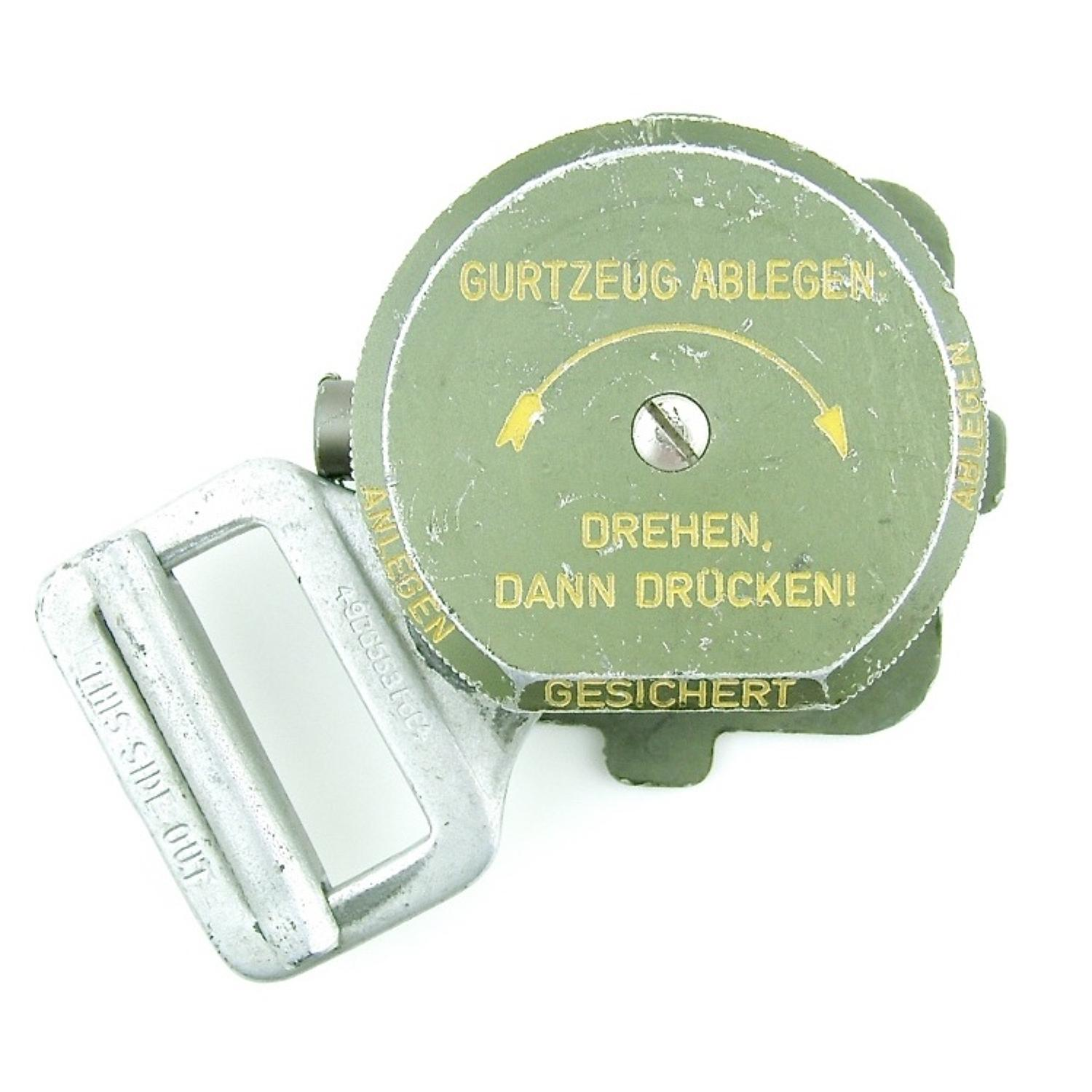Luftwaffe parachute quick release box