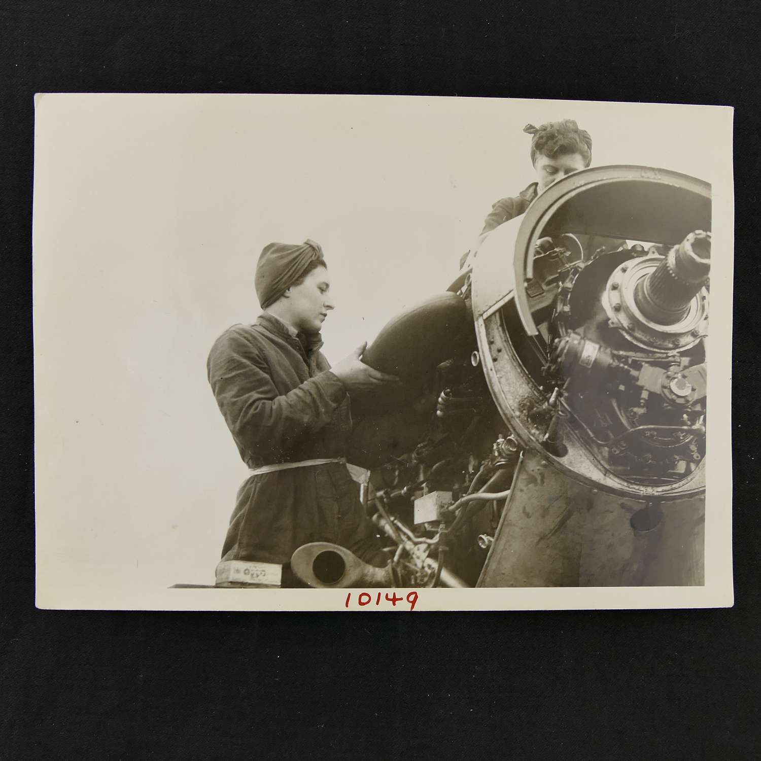Press photo - WAAF mechanics at work