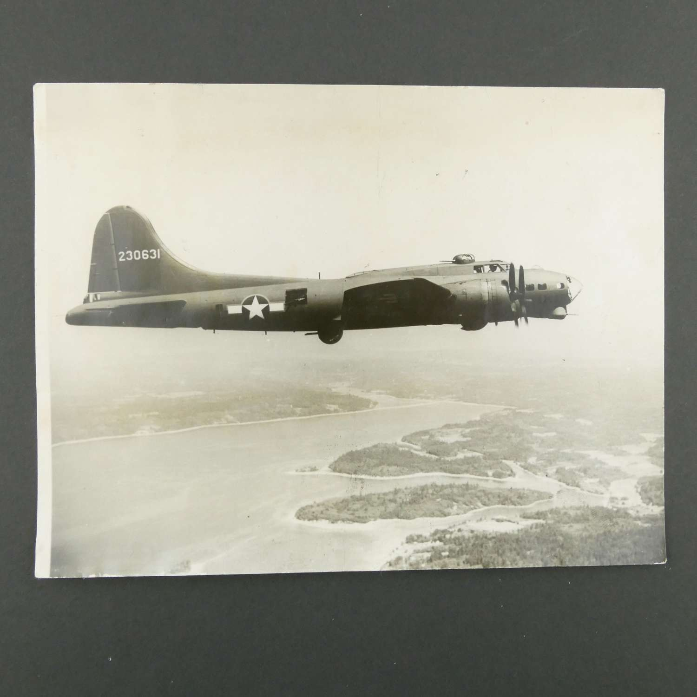 Press photograph - B-17, 1943