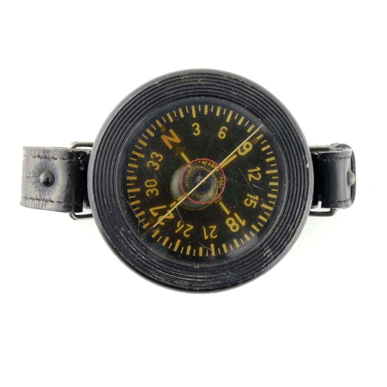 Luftwaffe armbandkompass, 1st pattern
