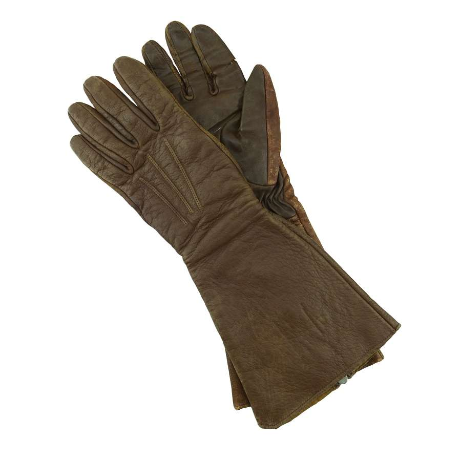 RAF 1933 pattern flying gauntlets, 1939 dated