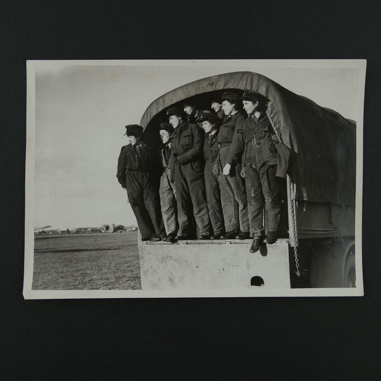 Press photo - WAAF personnel