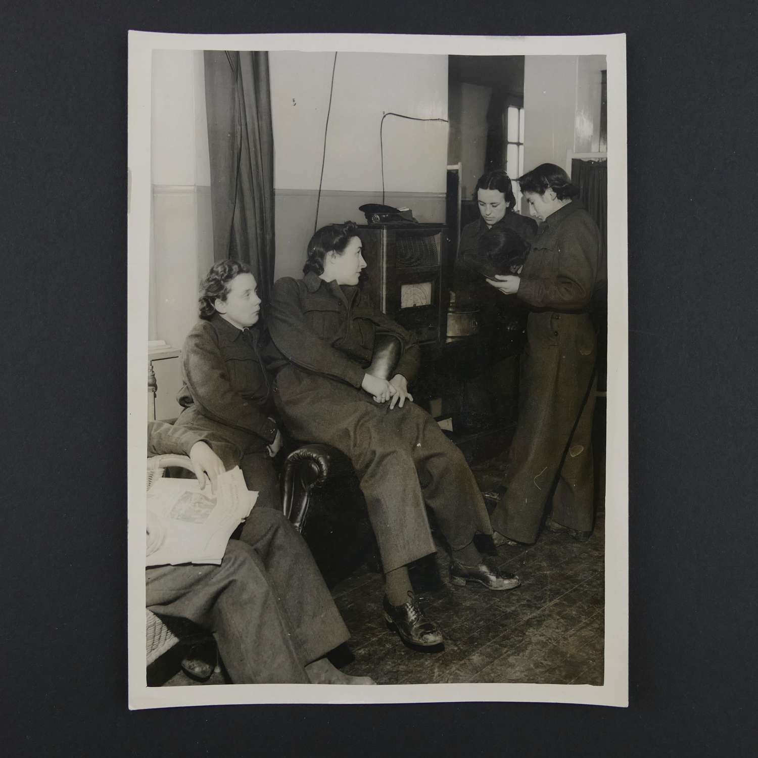 Press photo - WAAF personnel in the mess